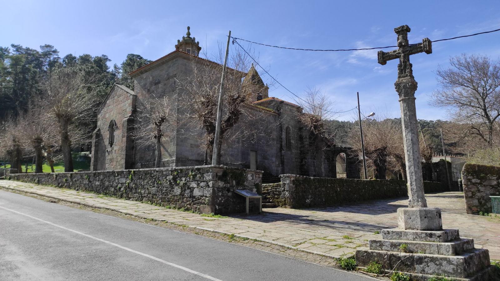 Cruceiro de la iglesia de Santa María de las Arenas